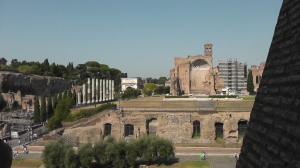 コロッセオからみたフォロ・ロマーノ